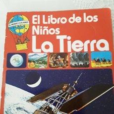 Libros de segunda mano: LIBRO JUVENIL SM PLESA. LA TIERRA. Lote 135365185