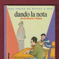 Libros de segunda mano: DANDO LA NOTA, Nº12, POR: JORDI SIERRA I FABRA. EDICIONES: SM. 125 PÁG. LL2692. Lote 136454870