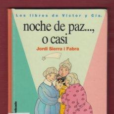 Libros de segunda mano: NOCHE DE PAZ..., O CASI. Nº13, POR: JORDI SIERRA I FABRA. EDICIONES: SM. 123 PÁG. LL2693. Lote 136455246