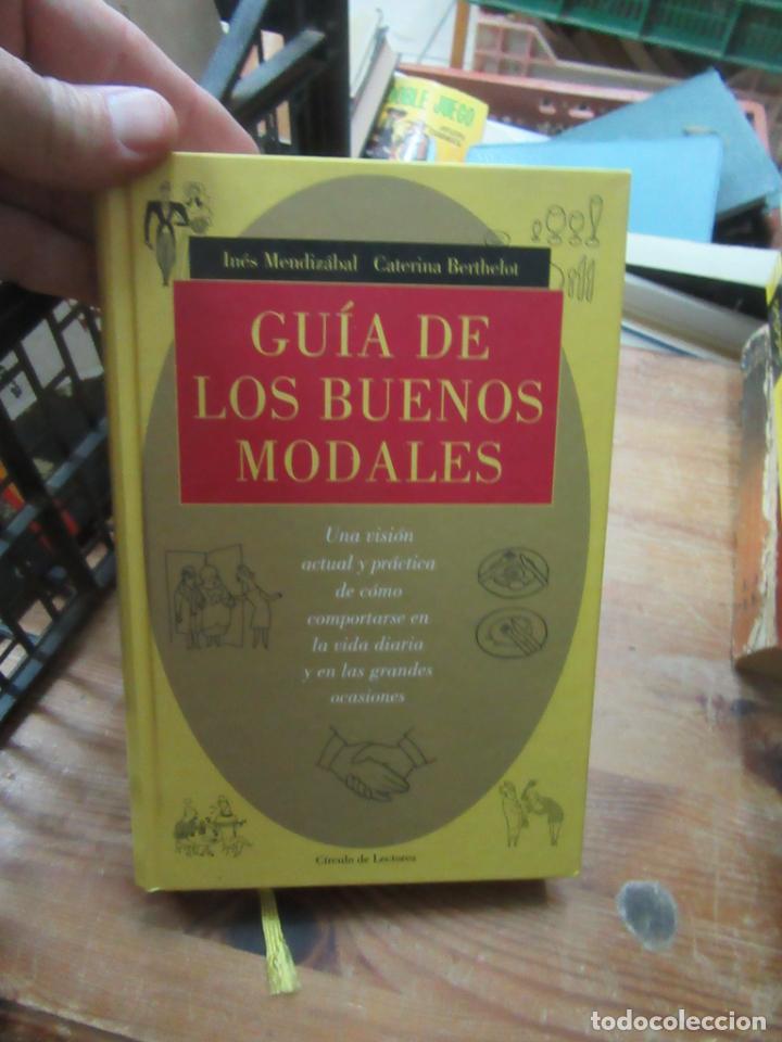 LIBRO LA GUÍA DE LOS BUENOS MODALES INÉS MENDIZÁBAL CATERINA BERTHELOT CIRCULO LECTORES L-5798-715 (Libros de Segunda Mano (posteriores a 1936) - Literatura - Otros)