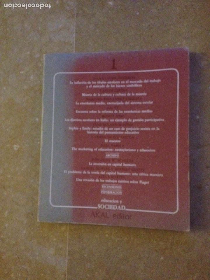 EDUCACIÓN Y SOCIEDAD 1 (AKAL) SCHULTZ, JANE ROLAND, JEAN CLAUDE PASSERON (Libros de Segunda Mano - Pensamiento - Otros)