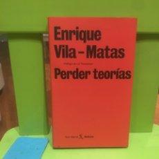 Libros de segunda mano: ENRIQUE VILA-MATAS. PERDER TEORÍAS. SEIX BARRAL. ÚNICOS. EDICIÓN LIMITADA.. Lote 137155118