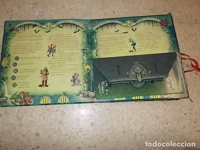 Libros de segunda mano: EL CASTILLO DEL MIEDO.UN LIBRO ESCALOFRIANTE. LIBRO DESPLEGABLE(POP-UPS). ED. SM. 2007. UNA JOYITA!! - Foto 12 - 137492426