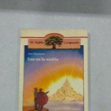 Libros de segunda mano: LUZ EN LA NIEBLA - JOSE ELGARRESTA. Lote 137648970