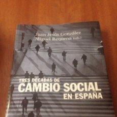 Libros de segunda mano: TRES DÉCADAS DE CAMBIO SOCIAL EN ESPAÑA - GONZÁLEZ RODRÍGUEZ, JUAN JESÚS; REQUENA, MIGUEL. Lote 138068713