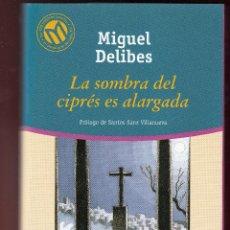 Libros de segunda mano: MIGUEL DELIBES LA SOMBRA DEL CIPRÉS ES ALARGADA BIBLIOTECA EL MUNDO 2001 1ª EDICIÓN 100 MEJORES . Lote 139728682
