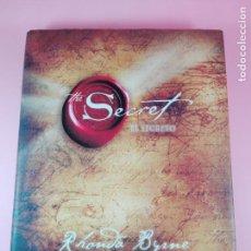 Libros de segunda mano: LIBRO-THE SECRET-EL SECRETO-RHONDA BYRNE-D-L-2008-EDICIONES URANO.SOBRECUERTA-PERFECCCCTO-VER FOTOS. Lote 141434794