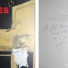 Libros de segunda mano: ANTONI TÀPIES : BILDER SKULPTUREN ZEICHNUNGEN, 1981-1997. CON DEDICATORIA AUTÓGRAFA A NAVARRO ARISA.. Lote 143783790