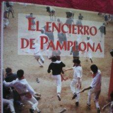Libros de segunda mano: EL ENCIERRO DE PAMPLONA. JAVIER SOLANO. ELKAR. NAVARRA. Lote 144554838