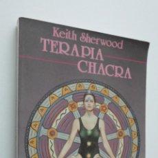 Libros de segunda mano: TERAPIA CHAKRA - SHERWOOD, KEITH. Lote 146055881