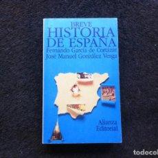 Libros de segunda mano: FERNANDO GARCÍA DE CORTÁZAR - JOSÉ MANUEL VESGA. BREVE HISTORIA DE ESPAÑA. 1994, ALIANZA.. Lote 146653338
