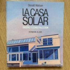 Libros de segunda mano: LA CASA SOLAR: DISEÑO Y CONSTRUCCIÓN DONALD WATSON. Lote 147590942