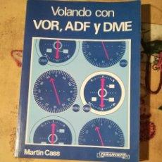 Libros de segunda mano: VOLANDO CON VOR, ADF Y DME - MARTIN CASS - PARANINFO 1989. Lote 175345639