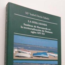 Libros de segunda mano: LA OTRA BANDA (SANLÚCAR DE BARRAMEDA EN LA TERRITORIALIZACIÓN DE DOÑANA) - DURÁN SALADO, MARÍA ISABE. Lote 149345044