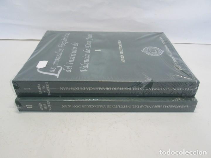 Libros de segunda mano: LAS MONEDAS HISPANICAS DEL INSTITUTO DE VALENCIA DE DON JUAN. I Y II. M. RUIZ TRAPERO. SIN DESPRECIN - Foto 2 - 149947882