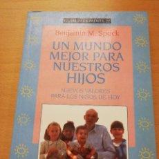 Libros de segunda mano: UN MUNDO MEJOR PARA NUESTROS HIJOS. NUEVOS VALORES PARA LOS NIÑOS DE HOY (BENJAMIN M. SPOCK). Lote 150030690