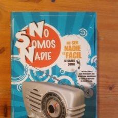 Libros de segunda mano: IMAGEN DE ARCHIVO NO SOMOS NADIE. NO SER NADIE ES FACIL SI SABES COMO SANTILLANA 2009 219PP. Lote 150449514