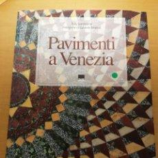 Libros de segunda mano: PAVIMENTI A VENEZIA / THE FLOORS OF VENICE (TUDY SAMMARTINI; PHOTOGRAPHS BY GABRIELE CROZZOLI). Lote 150594014