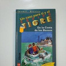 Libros de segunda mano: UN CASO PARA TI Y EL EQUIPO TIGRE. Nº 5. EN LA COSTA DE LOS HUESOS. THOMAS BREZINA. TDK364. Lote 151228662