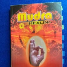 Libros de segunda mano: MUDRA HEALING BY OSHO SIDDHARTH. LIBRO EN INGLÉS. SANACIÓN CON LAS MANOS. . Lote 151561398