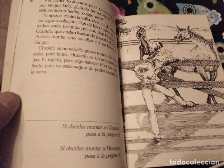 Libros de segunda mano: DIFICIL LIBRO ELIGE TU PROPIA AVENTURA TIMUN MAS Nº 14 PAIS DE CABALLOS SALVAJES LYNN SONBERG 1986 - Foto 4 - 152213510