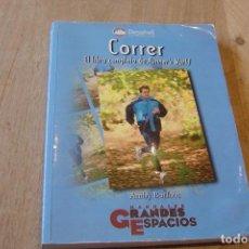 Libros de segunda mano: CORRER. EL LIBRO COMPLETO DE RUNNER'S WORLD. AMBY BURFOOT. 1A EDICIÓN 2000. Lote 152459778