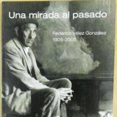 Libros de segunda mano: UNA MIRADA AL PASADO. FEDERICO VÉLEZ GONZÁLEZ, 1905-2005, AYUNTAMIENTO DE BURGOS, BURGOS, 2005. Lote 153378286