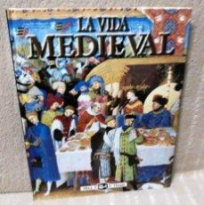 Libros de segunda mano: LA VIDA MEDIEVAL - ANDREW LANGLEY - BIBLIOTECA VISUAL ALTEA. Lote 154132610