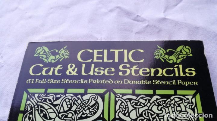 Libros de segunda mano: CELTIC CUT & USE STENCILS 61 FULL SIZE STENCILS PRINTED ON DURABLE PAPER - 61 PLANTILLAS CELTICO - Foto 4 - 154300478