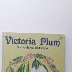 Livros em segunda mão: VICTORIA PLUM, VICTORIA VA DE PESCA - ANGELA RIPPON. Lote 154501802