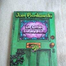 Libros de segunda mano: LA CASA EMBRUJADA - POP UP TROQUELADO - JAN PIENKOWSKI. Lote 155459370