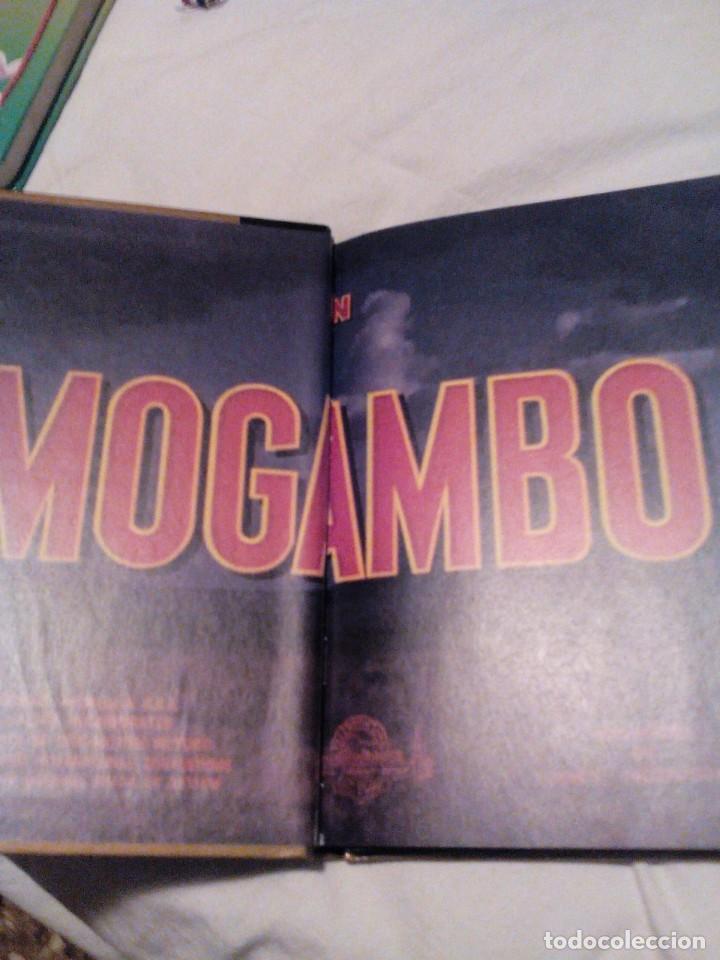 Libros de segunda mano: R A2_libro y película DVD, MOGAMBO, mide aprox 15x19cm. Tiene 55 Paginas - Foto 2 - 156667566