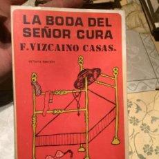 Libros de segunda mano: ANTIGUO LIBRO LA BODA DEL SEÑOR CURA POR F. VIZCAINO CASAS AÑO 1978. Lote 158483134