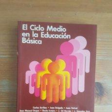 Libros de segunda mano: EL CICLO MEDIO EN LA EDUCACION BASICA. VV.AA. SANTILLANA. (1986) 360PP. Lote 158583058