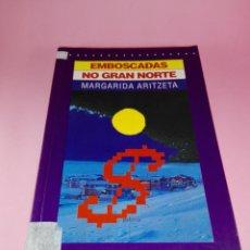 Libros de segunda mano: LIBRO-EMBOSCADAS NO GRAN NORTE.MARGARIDA ARITZETA-1997-COSTA OESTE-EDITORIAL GALAXIA-EN GALLEGO. Lote 159309670