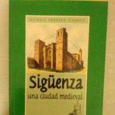 Libros de segunda mano: SIGÜENZA, UNA CIUDAD MEDIEVAL - ANTONIO HERRERA CASADO. Lote 162971982