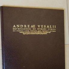 Libros de segunda mano: FACSIMIL DEL LIBRO 3º DE ANDREA VESALII. DE HUMANI CORPORIS FABRICA LIBRI SEPTEM. BASILEA 1543.. Lote 164909062