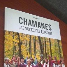 Libros de segunda mano: CHAMANES: LAS VOCES DEL ESPIRITU. JAIME ALBA. INCLUYE EL DOCUMENTAL EL CONSEJO DE LAS 13 ABUELAS.. Lote 166374282