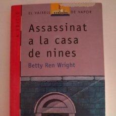 Libros de segunda mano: ASSASSINAT A LA CASA DE NINES. BETTY REN WRIGHT. Lote 169785412