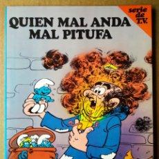 Libros de segunda mano: LOS PITUFOS/SERIE DE TV N°3: QUIEN MAL ANDA MAL PITUFA (JUNIOR/GRIJALBO, 1983). DIBUJOS DE PEYO.. Lote 170032809
