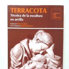Libros de segunda mano: TERRACOTA: TÉCNICA DE LA ESCULTURA EN ARCILLA / MARGIT MALMSTROM / CEAC 1994. Lote 170382584