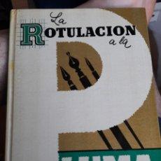 Libros de segunda mano: LA ROTULACIÓN A LA PLUMA. DESDE LA LETRA SENCILLA A LA DE FANTASÍA.. Lote 172019063