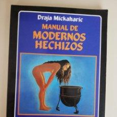 Libros de segunda mano: MANUAL DE MODERNOS HECHIZOS. UNA COLECCIÓN DE MÁS DE CIEN HECHIZOS EFECTIVOS - MICKAHARIC, DRAJA:. Lote 173084579