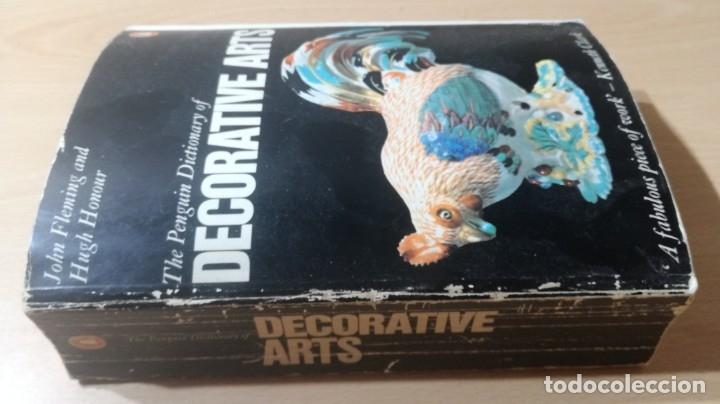THE PENGUIN DICTIONARY OF DECORATIVE ARTS EN INGLES - / TEXTO 35 / ARTE OTROS (Libros de Segunda Mano - Bellas artes, ocio y coleccionismo - Otros)