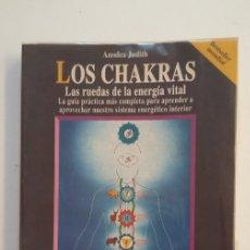 Libros de segunda mano: LOS CHAKRAS. LAS RUEDAS DE LA ENERGÍA VITAL. JUDITH ANODEA. TDK404. Lote 175005088