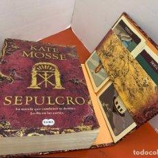 Libros de segunda mano: SEPULCRO, DE KATE MOSSE, EDICION LUJO CON BARAJA DE TAROT . 777PAGS, MIDE 22X15CM Y 6CM GROSOR. Lote 175026089