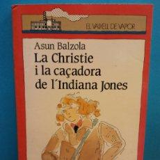 Libros de segunda mano: LA CHRISTIE I LA CAÇADORA DE L'INDIANA JONES. ASUN BALZOLA. EL VAIXELL DE VAPOR. EDITORIAL CRUÍLLA. Lote 175774133