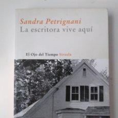 Livros em segunda mão: LA ESCRITORA VIVE AQUÍ / SANDRA PETRIGNANI. Lote 175875850