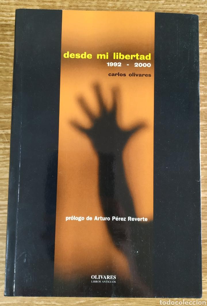 LIBRO - DESDE MI LIBERTAD. 1992-2000 (2000) CARLOS OLIVARES. PRÓLOGO DE ARTURO PÉREZ REVERTE (Libros de Segunda Mano - Pensamiento - Otros)