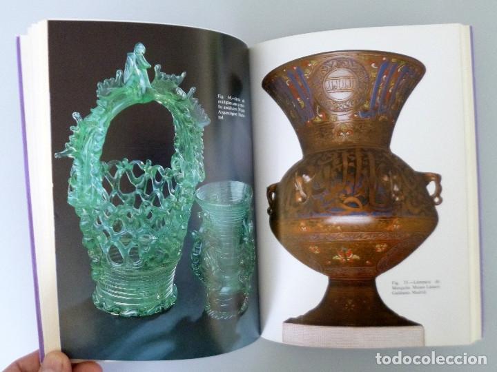 Libros de segunda mano: Mª LUISA GONZALEZ PENA // VIDRIOS ESPAÑOLES // 1984 // COLECCIÓN ARTES DEL TIEMPO Y DEL ESPACIO - Foto 2 - 178339921